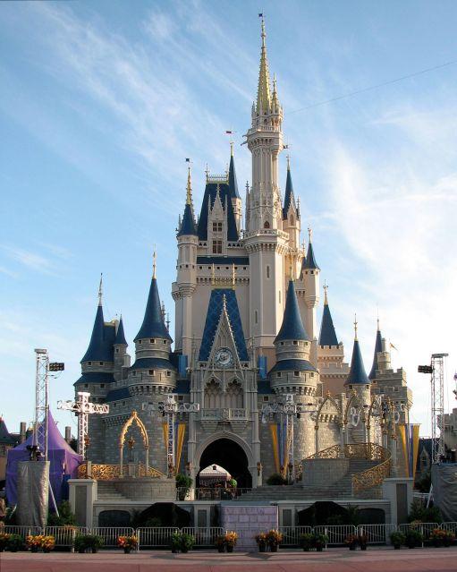 1200px-Cinderella_Castle