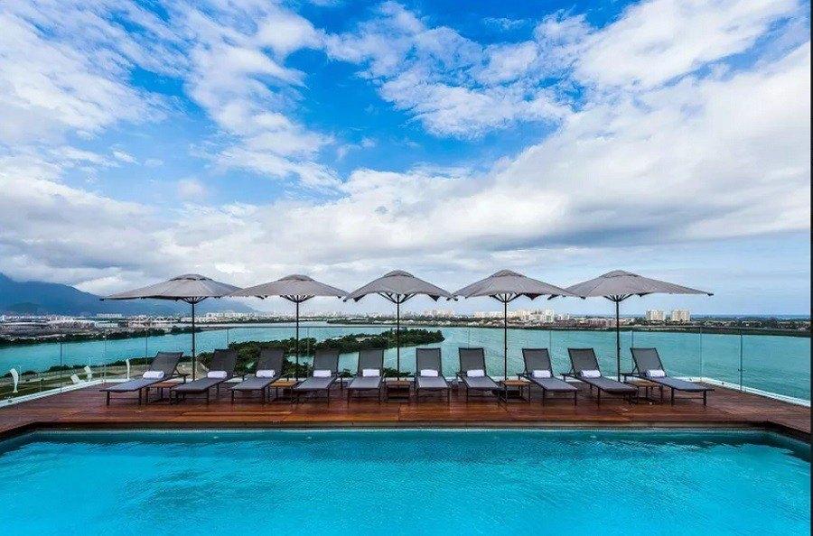 vista-piscina-grand-mercure
